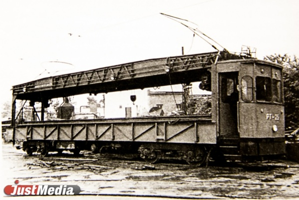 Спецвагон-рельсотранспортер РТ-25 Ленинградского завода, 1960 год.