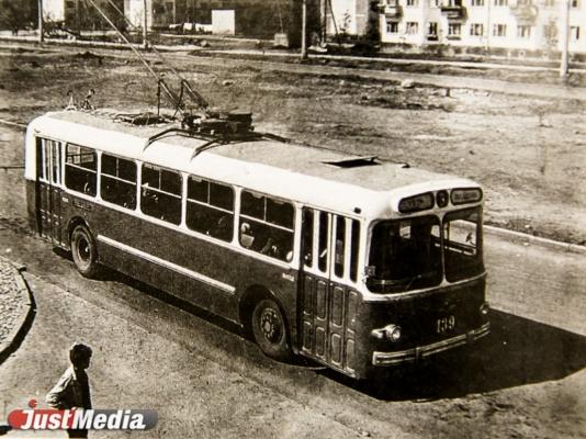 На фото троллейбус серии ЗИУ-5, произведенный в Энгельсе Саратовской области.