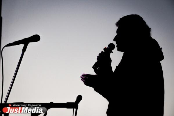 Екатеринбуржцы собрались на митинг за прямые выборы мэра перед решающим заседанием заксобрания. ФОТО