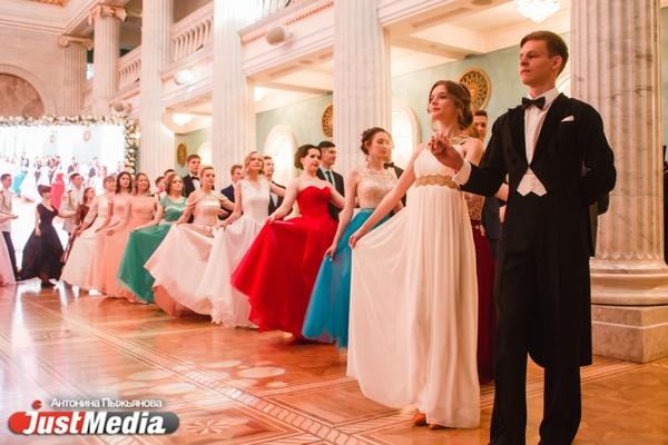 «Молодежь — фундамент для строительства новой страны». Участники Императорского бала — о революции, Навальном и современных дипломатах