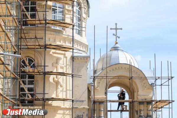 Восстановление кровли, штукатурка сводов, реставрация икон и фресок. Как Верхотурский монастырь изменится перед визитом патриарха Кирилла. ФОТО