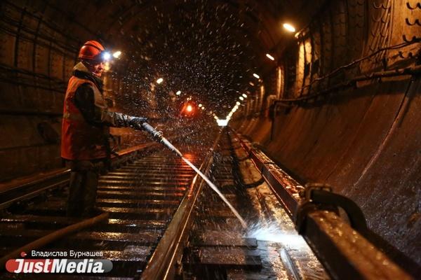 Не выходим на конечной станции и бродим по тоннелям. День и ночь в метро с JustMedia.ru