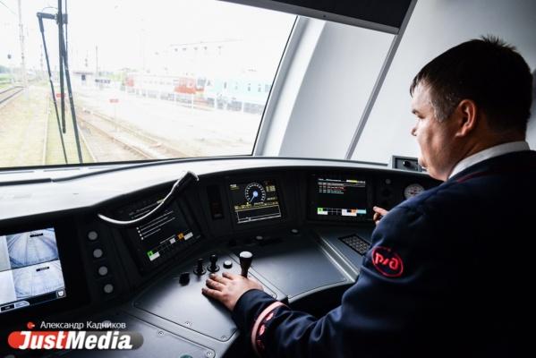 Никакого алкоголя, сна и превышения скорости. JustMedia.ru провел один день с машинистом электрички. СПЕЦПРОЕКТ - Статьи