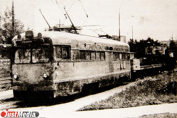 Таскали трамваи танками и превращали водителей в «медведей». О том, как строили и развивали Северное депо, в спецпроекте «Е-транспорт»
