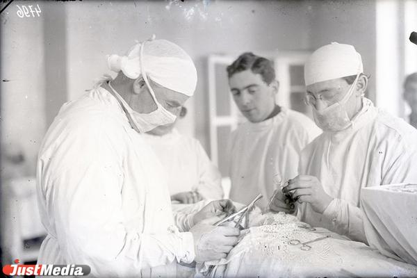Областная больница. Хирургическая операция, 1927 год. ФОТО: ГКУСО «ГАСО»
