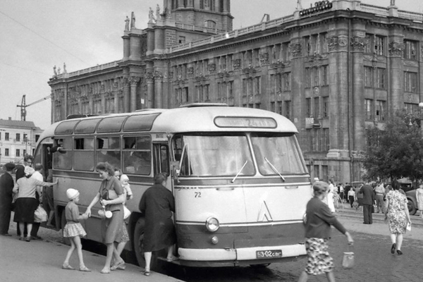 Площадь 1905 года. 1964 год. Фото: Р.Катаева (ГАСО)