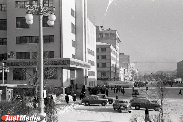 Здание Главпочтамта. 30 ноября 1953 года. ФОТО: Свердловский госархив