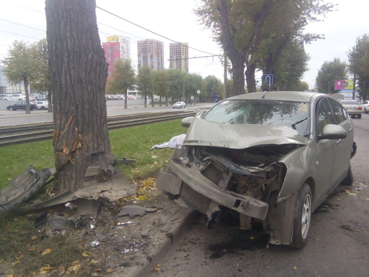 Девушка-пассажир иномарки погибла вДТП напроспекте Космонавтов