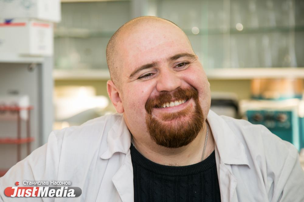 «Когда я приехал в Екатеринбург, мне показалось, что люди здесь не улыбаются». Сирийский ученый о мраморных полах, пельменях в кефире и шарташской шашлычной. СПЕЦПРОЕКТ