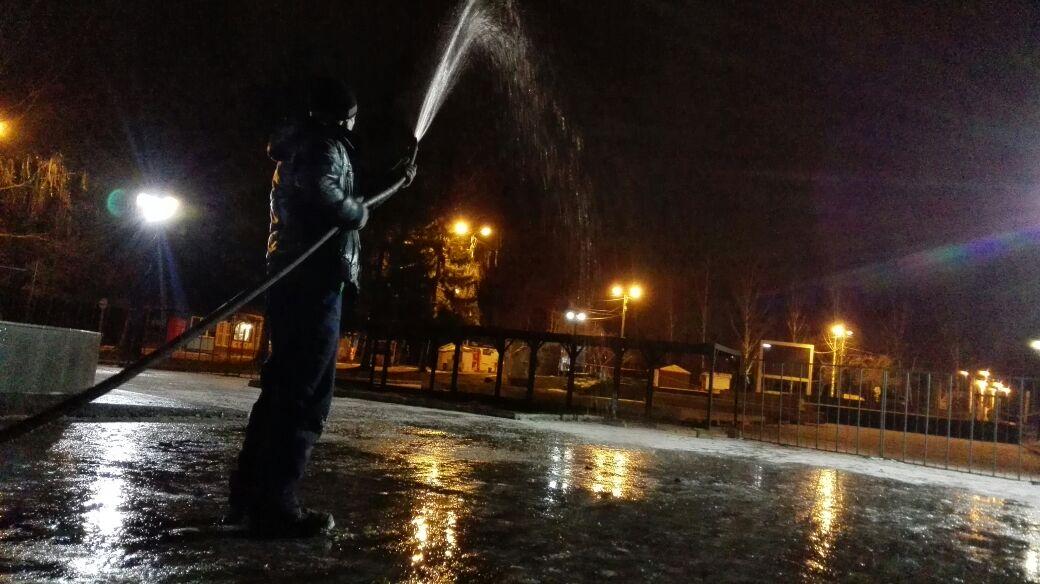 Впарке Маяковского начали заливать каток— Зима недалеко