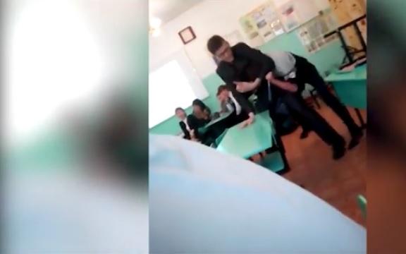 ВЕкатеринбурге педагог избил школьника из-за спрятанного журнала