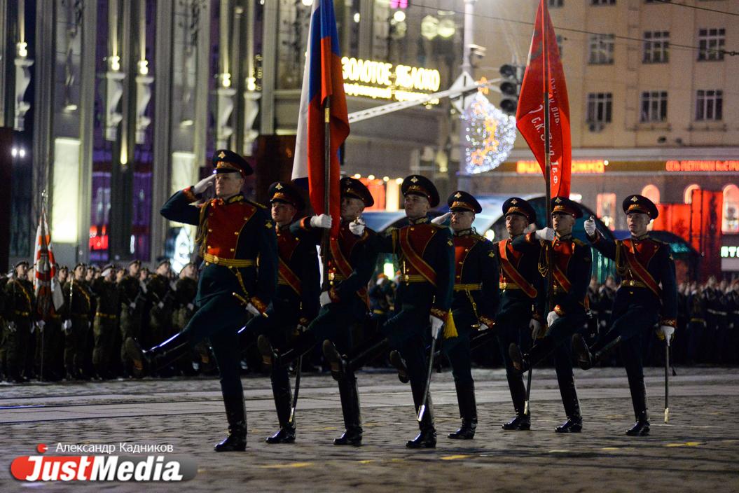 фоторепортаж с парада в екатеринбурге оживлённо