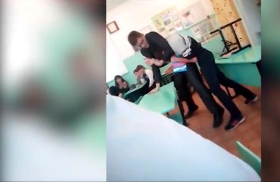 ВЕкатеринбурге молодой педагог уволился изшколы из-за видео, которое сняли воспитанники