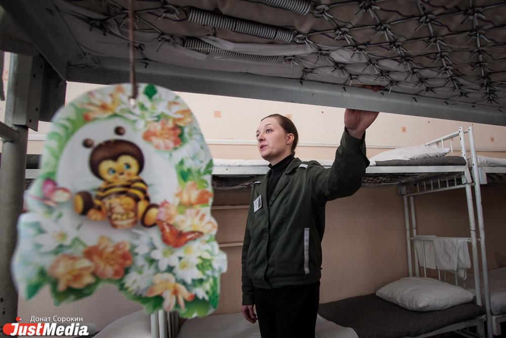 Сисястая баба пришла на свидание в тюрьму к мужу 28 фотография