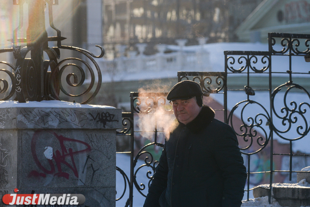 Закутываемся потеплее и улыбаемся на камеру. ФОТОРЕПОРТАЖ с морозных улиц Екатеринбурга