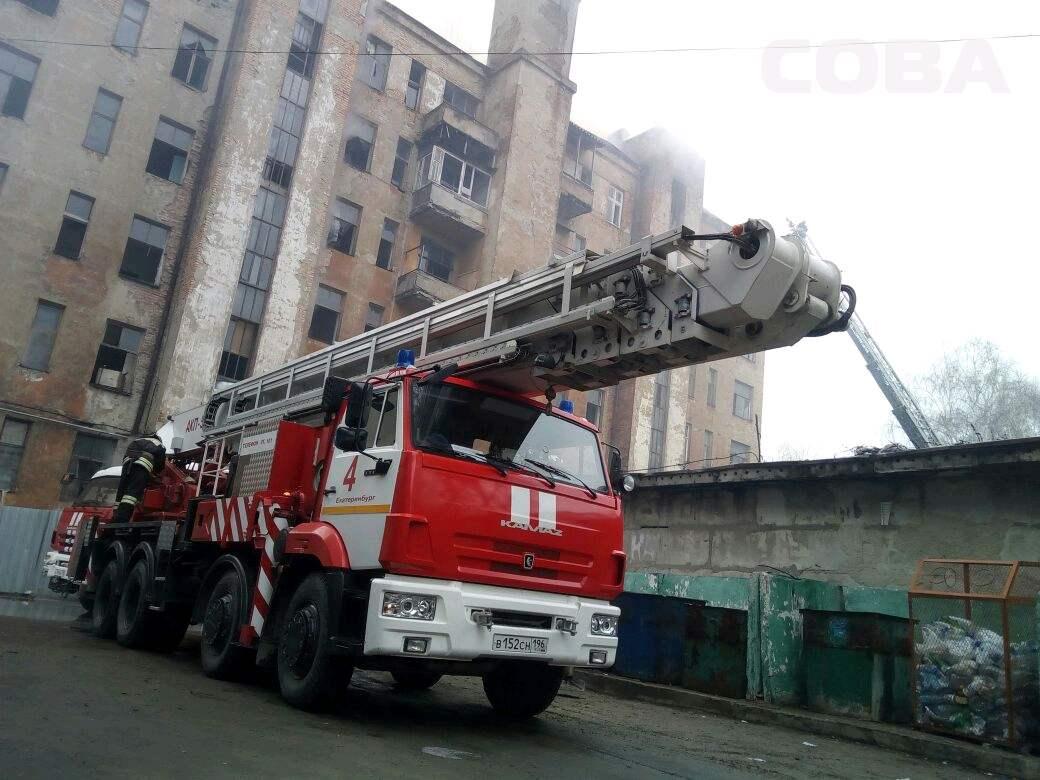 ВЕкатеринбурге потушили пожар площадью 600 квадратных метров
