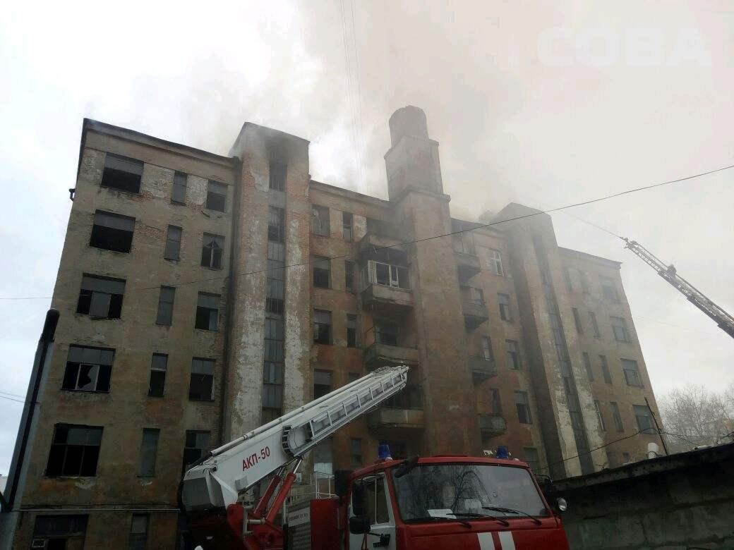 Пожар взаброшенном жилом доме вЕкатеринбурге на100% потушен