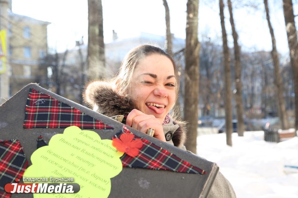 Видео актриса стоя фото 25-679