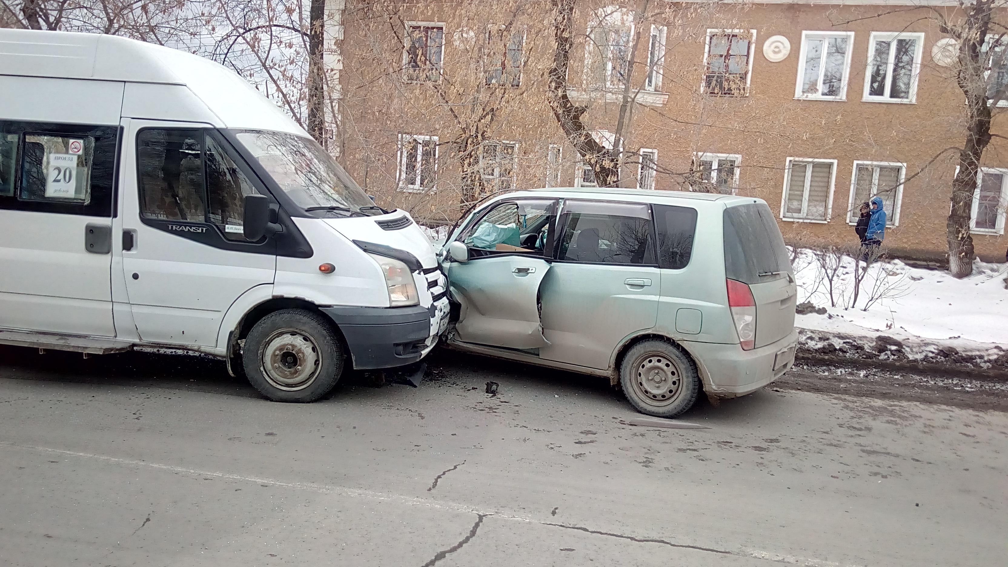 ВРевде, уснув зарулем, шофёр маршрутки спровоцировал ДТП: пострадали 2 человека