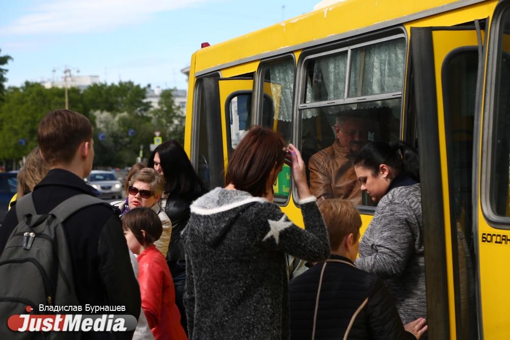 Жалуются на расписание и чистоту в салонах автобусов. В Екатеринбурге заработала мобильная приемная Ространснадзора