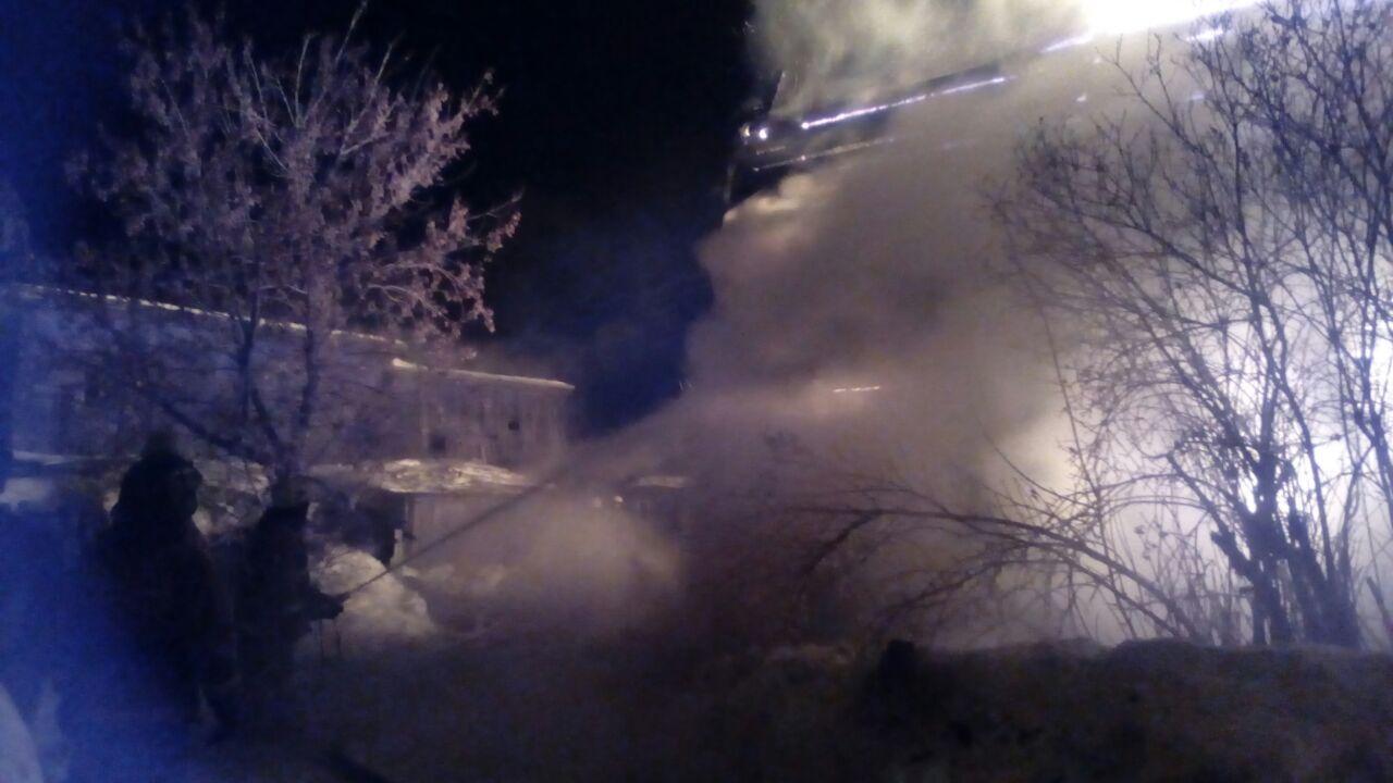 ВБерезовском при пожаре вдвухэтажном деревянном бараке умер человек