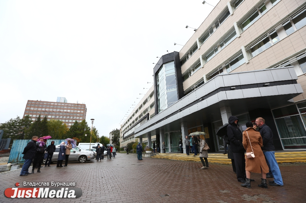 ВЕкатеринбурге эвакуируютТЦ «Мега» и«Радуга Парк», акроме этого Южный автовокзал