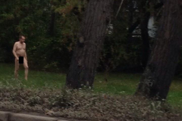 ВЕкатеринбурге мужчина два часа гулял голым поулице