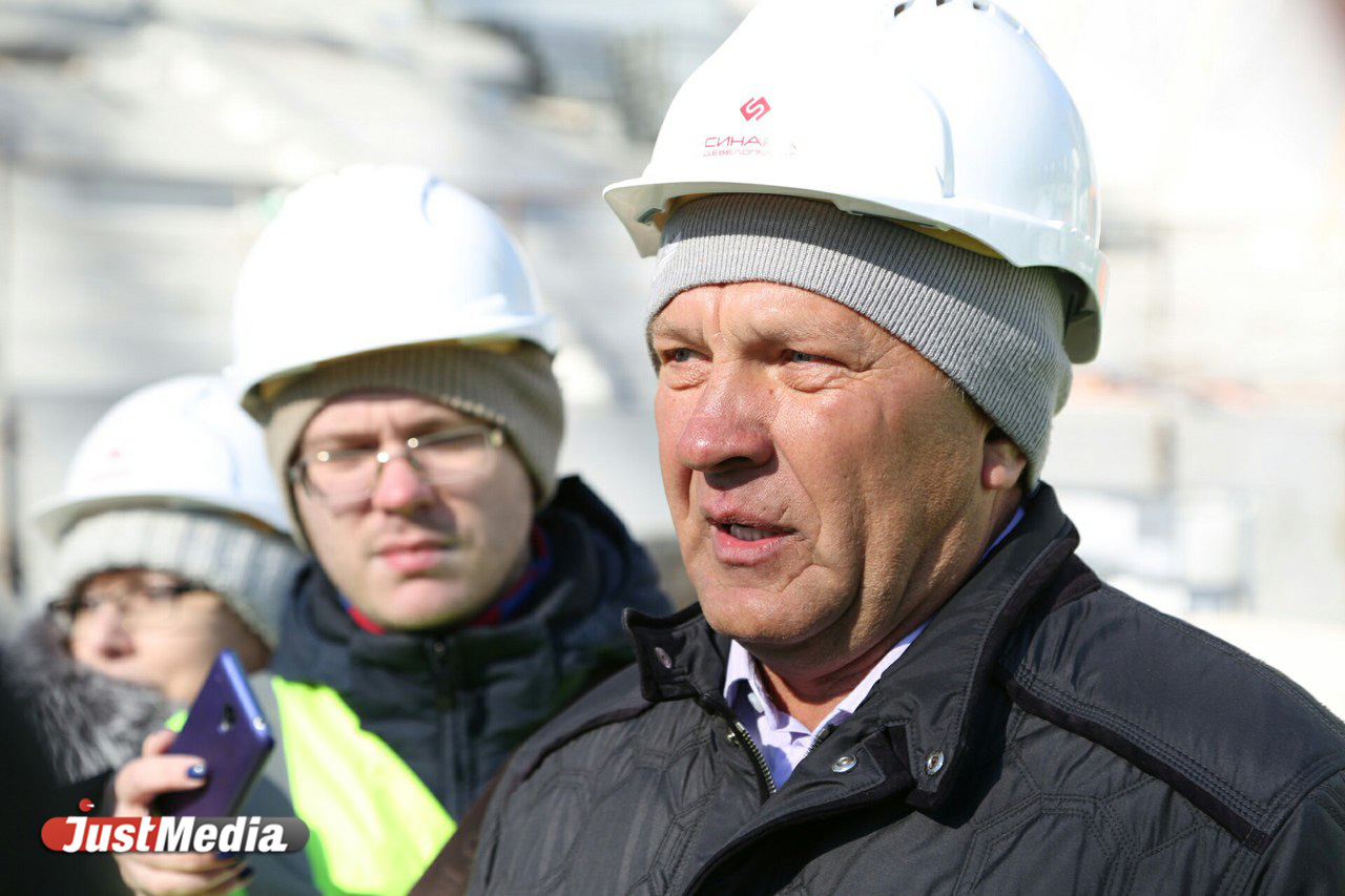Футболисты, тренеры ируководство «Урала» посетили строительную площадку «Екатеринбург-Арена»