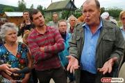 Год назад  жители Сагры высказывали свои претензии прежнему губернатору Александру Мишарину