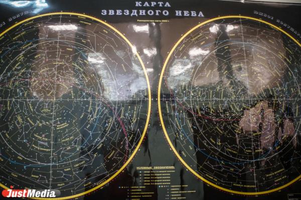"""Уральские ученые открыли москвичам тайны  """"небесных гостей """" и секреты строения атомов золота."""