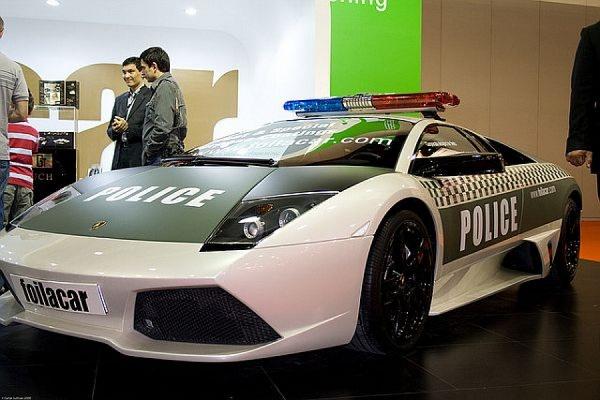 Дорожная полиция Дубая будет патрулировать улицы на спорткарах Lamborghini