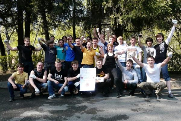 9 Мая представители движения Workout—Екатеринбург установят новый рекорд — 24838 отжиманий