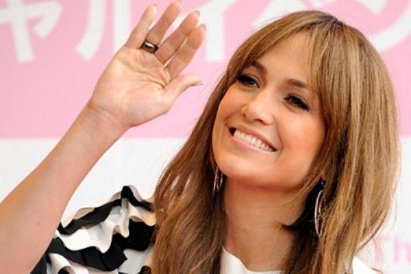 Известная американская певица Дженнифер Лопес будет продавать мобильные телефоны