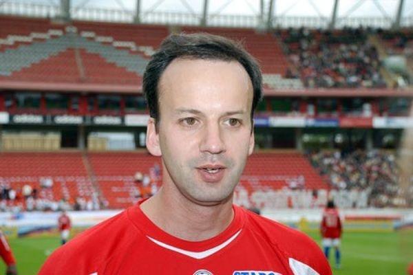 Вице-премьер Дворкович получил травму во время игры в футбол с англичанами - Новости - Информационный портал JustMedia.ru