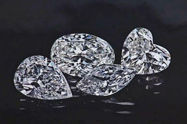 Посетителю ювелирной выставки, проглотившему бриллиант, дали слабительное. Facebook. Livejournal
