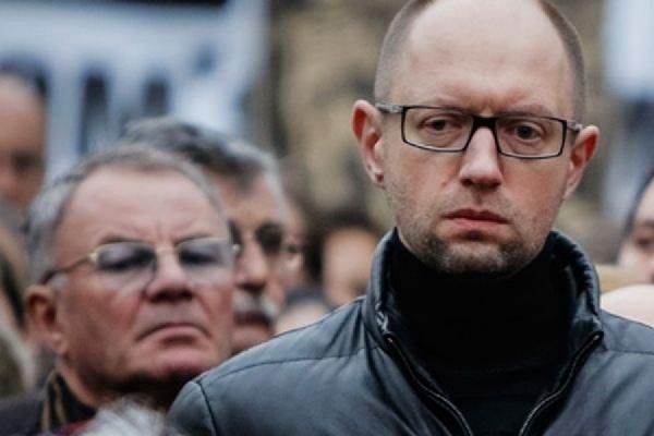 Арсений Яценюк требует вернуть деньги, заплаченные за газ