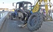 В Академическом у трактора отвалилось колесо и разбилось стекло кабины