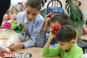 Сто килограммов новогодних подарков отправятся в детские дома по всей России