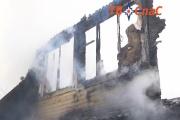 В Екатеринбурге дотла сгорел жилой дом
