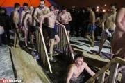Теплее, чем обычно. Православные отметили сегодня ночью праздник Крещения (ФОТО)