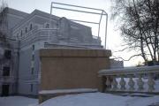 У каменного льва за Оперным театром появился «дом»