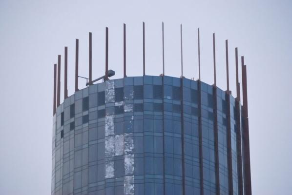 Блистательный наряд для «Исети» готов. В Екатеринбурге завершают остекление башни