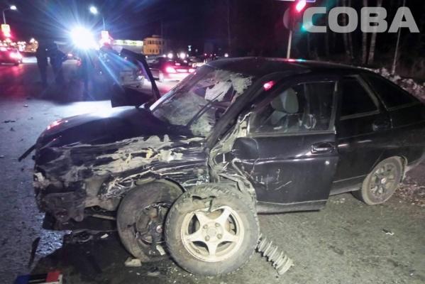 На Челябинском тракте лихач на ВАЗ-2112 снес четыре авто и убил человека