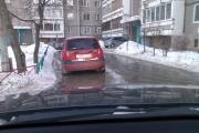 Очередное коммунальное ЧП. Двор на Московской залило холодной водой