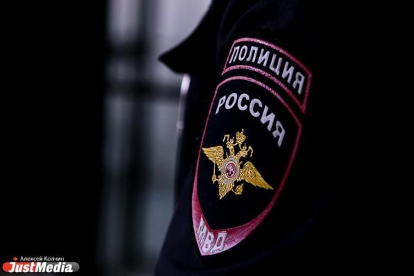 Двух сотрудников полиции уволили за то, что они незаконно надели на гражданина наручники