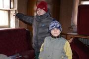 Двенадцатилетнему кушвинцу, спасшему двух братьев при пожаре, подарили планшет и пожарную машину