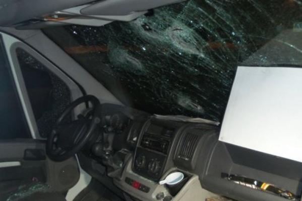 На Челябинском тракте неизвестные с битами напали на маршрутный автобус, ехавший в Екатеринбург