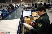 Уральцы незаконно везут из-за границы самодельные продукты, контрафакт и «шпионские» ручки