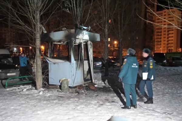 На Уралмаше будка охранника нелегальной парковки сгорела вместе с человеком