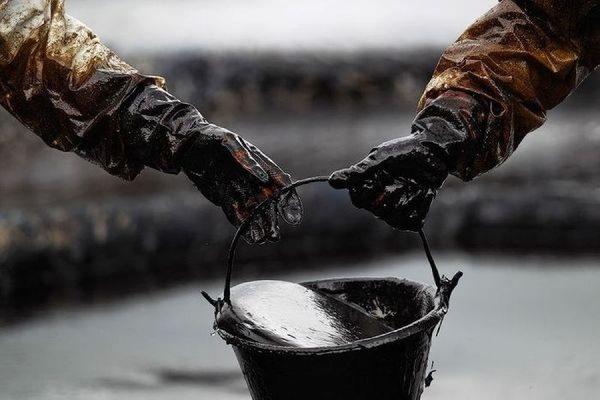 Стоимость барреля нефти марки Brent упала ниже 60 долларов за баррель